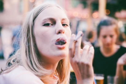 does smoking look cool or do only cool looking people smoke cigarettes. is there a mafia that beats up people who smoke cigarettes if they don't look cool?